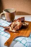 Домодельные очень вкусные свежие шоколад и торт миндалин Стоковое Фото
