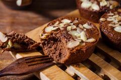 Домодельные очень вкусные свежие шоколад и торт миндалин Стоковое фото RF