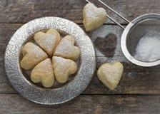 Домодельные печенья в форме сердец Стоковые Фотографии RF