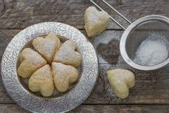 Домодельные печенья в форме сердец Стоковые Фото