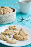Домодельные печенья и чашка чаю миндалины Стоковое Изображение