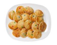 Домодельные печенья на белой прямоугольной плите Стоковое Изображение
