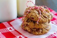 Домодельные печенья обломока шоколада с грецкими орехами Стоковое Изображение RF