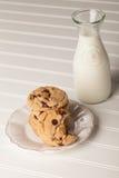Домодельные печенья обломока шоколада штабелировали взгляд сверху Стоковое фото RF