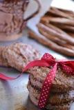 Домодельные печенья овсяной каши на подносе металла Стоковое Фото