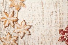 Домодельные печенья пряника рождества снежинок Стоковое фото RF