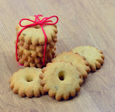 Домодельные печенья с арахисами, изюминками и ванилью Стоковая Фотография RF