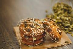 Домодельные печенья с семенами и шоколадом сезама Стоковые Изображения