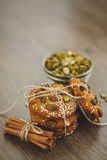 Домодельные печенья с семенами и шоколадом сезама Стоковое Фото