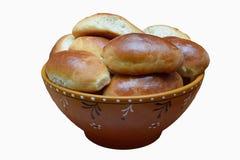 Домодельные пироги с капустой, в шаре глины, на белом backgroun Стоковая Фотография RF