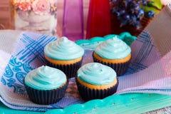 Домодельные пирожные с полотенцем сливк мяты Стоковые Фото