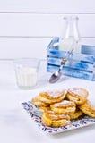 Домодельные плюшки заполненные с творогом Стоковые Изображения RF