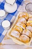 Домодельные плюшки заполненные с творогом Стоковое Фото