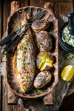 Домодельные рыбы форели служили с картошками и маслом Стоковое Изображение