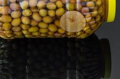Домодельные соленья зеленой оливки comestible для завтрака стоковые фотографии rf