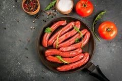 Домодельные сырцовые сосиски говядины Стоковые Изображения