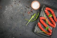 Домодельные сырцовые сосиски говядины Стоковые Изображения RF