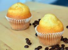 Домодельные сладостные булочки на таблице Стоковое Фото