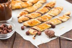 Домодельные торты - печенье слойки с затиром шоколада переплетенные торты Стоковое Изображение