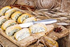 Домодельные торты, плюшки слойки с творогом и маковые семенена Стоковые Изображения