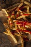 Домодельные фраи француза предусматриванные в кетчуп Стоковое Изображение RF