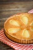 Домодельные французские груши и пирог миндалин Стоковые Фото