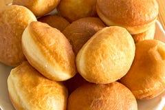 Домодельные donuts на плите Стоковое Изображение