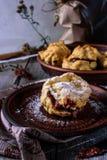 Домодельные eclairs шоколада с заварным кремом Стоковое Фото