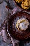 Домодельные eclairs шоколада с заварным кремом Стоковые Фото