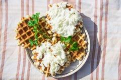 Домодельные waffles с сыром и травами Стоковая Фотография RF