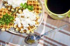 Домодельные waffles с сыром и травами Стоковое фото RF