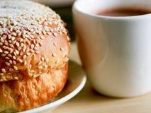 Домодельный варить сделанный от всех пшеницы и зерен с хлебами и чашкой кофе Стоковая Фотография RF