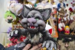 Домодельный декоративный кот игрушки с зелеными глазами Стоковое Изображение