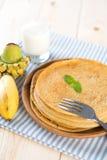 Домодельный завтрак блинчика банана Стоковые Изображения RF