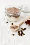 Домодельный какао-сахар шелушения тела на деревянном конце предпосылки вверх Стоковое Фото