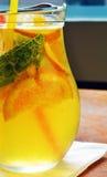 Домодельный коктеиль лимонада лимон апельсина мяты известки Стоковые Изображения