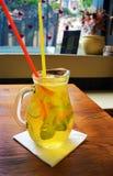 Домодельный коктеиль лимонада лимон апельсина мяты известки Стоковые Фотографии RF
