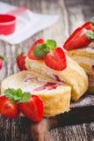 Домодельный крен торта shortcake клубники Стоковая Фотография