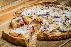 Домодельный органический яблочный пирог Стоковые Изображения