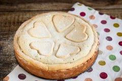 Домодельный пирог макового семенени с сердцами печенья Стоковое Фото