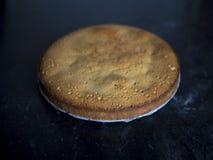 Домодельный пирог на мраморной таблице стоковое фото rf