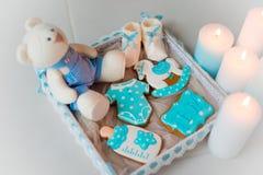 Домодельный пряник украшенный с замороженностью На дне рождения его сына Стоковое Изображение RF