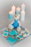 Домодельный пряник украшенный с замороженностью На дне рождения его сына Стоковое фото RF