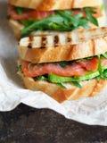 Домодельный сандвич 2 на темной предпосылке Стоковая Фотография