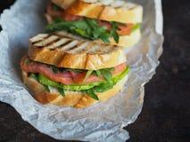 Домодельный сандвич 2 на темной предпосылке Стоковое Изображение