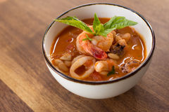 Домодельный суп Fagioli Calamari стоковые фотографии rf