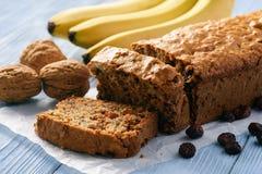 Домодельный хлеб банана на деревянной предпосылке Стоковое Изображение