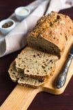 Домодельный хлеб от всей пшеничной муки с Стоковое Изображение RF