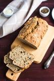 Домодельный хлеб от всей пшеничной муки с Стоковое фото RF