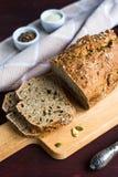 Домодельный хлеб от всей пшеничной муки с Стоковая Фотография